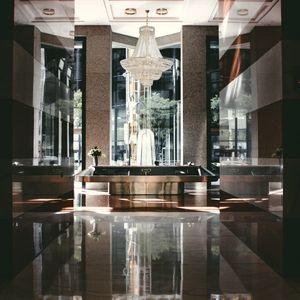 lustre montgolfière cristal hôtel de luxe